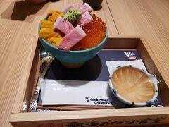 静岡名物の「さわやか」でハンバーグがたべたかったけど・・・ 4時間待ちといわれたので?  贅沢丼!! うにといくらと大トロ!!!