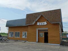 塘路駅の駅舎、こちらはホームとは反対側。
