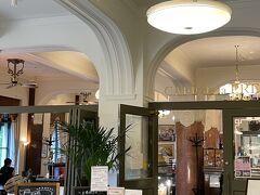 2階お洒落カフェ『カフェドゥラプレス』