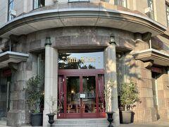 1929年(昭和4年)旧横浜商工奨励館 現在は、横浜情報文化センター 1階レストラン『アリテリーベ横浜本店』ヒラマサさんとミクリさん。