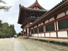 鏡池からの東大寺中門。 綺麗~と見惚れて撮った一枚です。