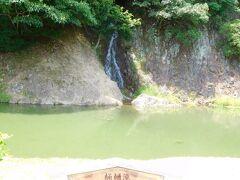 桶樋滝 かつては藩主の為桶で水を中腹に運び 水を流していたそうです