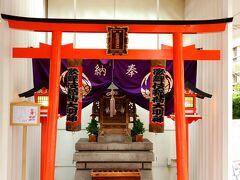 先ずは歌舞伎稲荷大明神にお参り。御朱印は5階で頂けます。