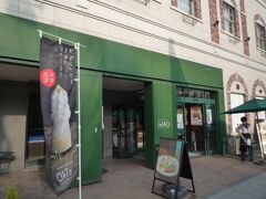 ルタオ本店、1階は店舗でお菓子を売っています。試食出来ます。