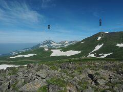 北東には昨年登った旭岳と白雲岳という素晴らしい眺め。北海道ならではの雄大な景観が楽しめました。