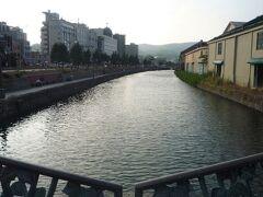 小樽運河に来ました。さすがに外国人がいなくて静かです。