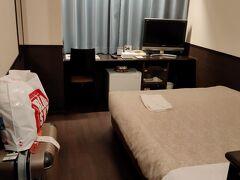 那覇空港からゆいレールで赤嶺駅まで移動してホテルグランビュー沖縄さんお久の利用でチェックイン。  確かにスーツケースは重かった(爆)