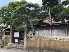 岩海岸の近くにある真鶴町民俗資料館。真鶴の実業家の家が、古民家として保存されています。