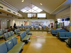 宮古空港に到着しました。  ケンちゃんは2便移動とのことでここでいったんお別れです。  が、なんか広くなってない?