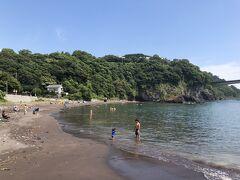 岩海岸にある岩海水浴場、景観が美しい海岸です。