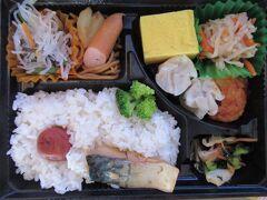 台風で缶詰1日目  東横インの朝ご飯弁当。  味噌汁、コーヒー、サンドイッチも貰って 部屋で食べます。