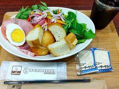 ●ル・クロワッサン アベノ店@新宿ごちそうビルB2F  「10種の野菜のパンサラダモーニング」を頂きました。 ドレッシングが2つついてます(笑)。