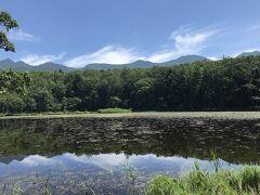しばらく歩くと、まず最初の「五湖」に到着。 うーん、普通に湖w 綺麗だし天気も最高だけど、普通に湖でした。 どこで撮ったのかわからなくなるので、写真撮るときは指で何湖か示しておくとよいらしい(笑)