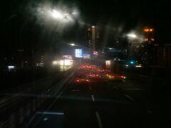 輝く街のネオンが、大阪らしさを感じさせます。