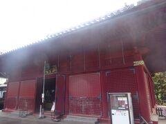 清水観音堂(本堂)寛永8年(1631年)京都の清水寺に習って建立され、舞台からは不忍池の蓮池が見えます。