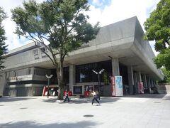 東京文化会館(東京都の開都500年事業として1961年(昭和36年)4月にオープンした本格的なクラシックホールです。)当時、クラシック音楽のホールは日比谷公会堂や新宿の厚生年金会館位しかなく、本格的なホールで音響もとても良いです。学校・会社がこの近くの為、音楽を聞きに何回、訪れたか分りません。懐かしい想い出があり、4Fの音楽資料室にも随分通いました。