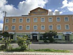 本日のお宿は、定宿の先島ビジネスホテルさん。 一応、オーシャンビュー。 駐車場、レンタサイクル、簡単な朝食、洗濯機が無料なのがポイント