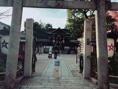 タクシーで晴明神社へ。 お札返したかったのです。お世話になりました。 またお守り買いました。
