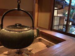 料理旅館の天ぷら吉川さんへ。 ちょっと高級なお宿なので気軽には泊まれません; 今回はGOTO利用させてもらいました。 部屋に中居さんがついてくれて、本当に高級な感じでした。とても親切にしていただきました。