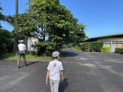 白谷雲水峡からの下りは、車酔い回避のため息子には目をつぶっていてもらい、東廻りで島の南部にあるボタニカルリサーチパークへ。