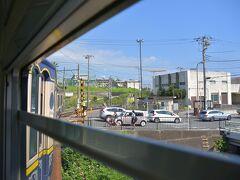 一旦海岸線から外れ、七里ヶ浜駅に停車の後...