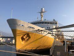 メモリアルシップ八甲田丸(船首)、全長132m 。 やっぱり、船は船首から見たいですね。