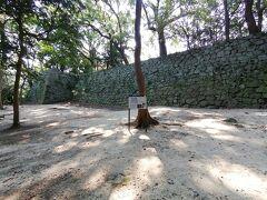 さて、宇和島城へ。 最も長い石垣