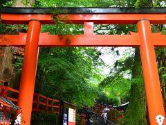 貴船神社 https://kifunejinja.jp/  貴船は地名としては「きぶね」神社は「きふね」と読みます。 これは水の神様を祀っているので「船」は「ふね」となるわけらしいです。