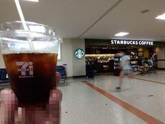 とりあえず美味しいコーヒーを店舗の前でw