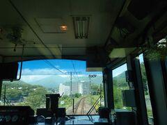 上牧駅を通過後、暫くすると「諏訪峡」の脇を通過。そして視界が開けて温泉街の対岸を通れば間もなく水上駅に到着です。