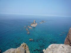 神威岬展望台到着。 何ですかこの青さは素晴らしい絶景!! しばし見入ってしまう美しさ。