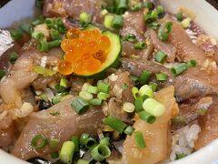 元祖アジ丼 ¥1,650(税込)  特製のたれで味付けした 肉厚のアジがたっぷり乗った丼。 お店の代表的メニューです。  あ~、これが食べたかったあ! 前回は臨時休業で涙を飲みました…