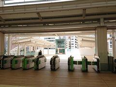 2020年3月14日開業の高輪ゲートウェイ駅。  人の姿はほとんどなかった。