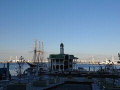 「臨港パーク」。インターコンチネンタルホテルのラウンジから見えた「ぷかりさん橋」です。