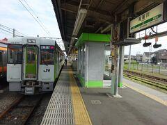八高線は高麗川駅からは非電化区間。 JR東日本の非電化区間に広く分布しているこのディーゼルカーに乗り換えます。