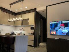 ホテルに帰ってきました。  TVでは大谷クン。 2か月連続でMVPなのね、すんごい(◎_◎;)