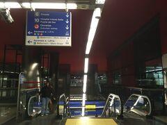 <ヌエボス ミニステリオス駅>  乗換駅。 乗換の表示も分かりやすい。