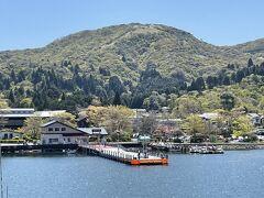 神奈川県・箱根町「箱根町港」の写真。  私たちはあちらで下船します。