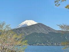 芦ノ湖と富士山。