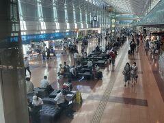 羽田空港意外に混んでいます