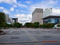 右はパナソニックセンター東京。 https://www.panasonic.com/jp/corporate/center-tokyo.html
