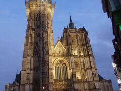 大聖堂前の広場です。