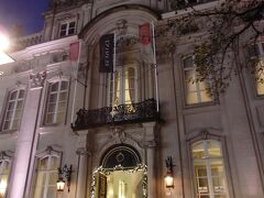 メイヤー通り沿いのチョコレートラインの入る元ナポレオンの宮殿