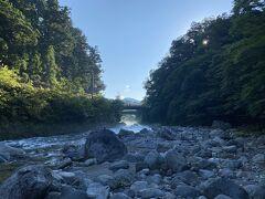翌朝、散歩がてら日光金谷ホテルの下を流れる大谷川(だいやがわ)へ。早朝だと日陰ということもあって、天然のクーラーが良く効いている。