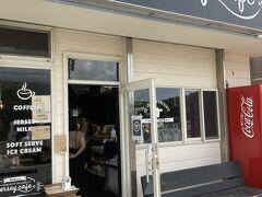 Jersey cafe(ジャージーカフェ) 大賀郷2370ー1 https://www.hachijo-milk.co.jp/jerseycafe  役場の斜め向かい スーパーあさぬまの横