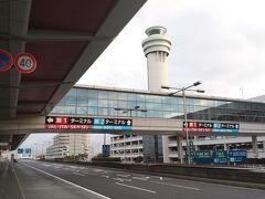 5:52 羽田空港第1ターミナル。 オリンピックで混雑してると思ったけど、首都高は空いてた。