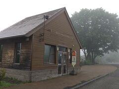 12:02 支笏湖に到着。 空港は晴れてたけど、途中から霧が出てきた。