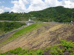 で、無事木曽に抜け国道19号線を滑るように走り、薮原の交差点から山坂道を上ってやって来たのが「味噌川ダム」。 「かやぶきの館」からはちょうど1時間ほど。