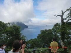 「裏摩周湖展望台」:全景は見れませんでした、各地の展望台はよく行きますが目の前の木々が邪魔です