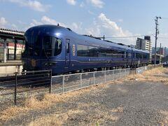 西舞鶴駅に停車中の丹後の海という列車 こっちも乗ってみたいです